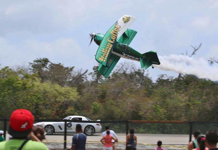 Grandes y chicos disfrutaron del Aeroshow en la 'Isla de las Golondrinas'. ( Gustavo Villegas/SIPSE)