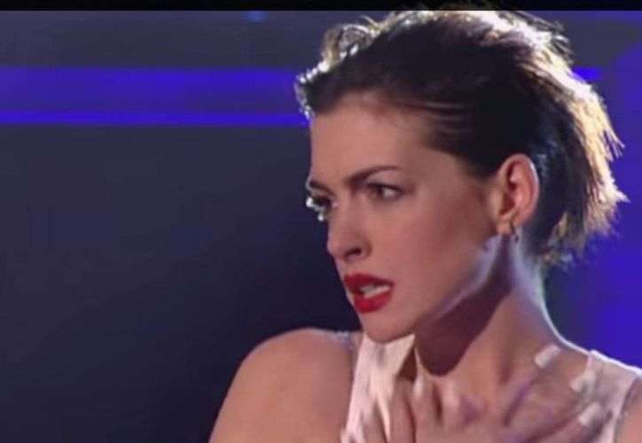Anne Hathaway causó furor en el programa de televisión Lip Sync Battle, en el que parodió a Miley Cyrus. (Captura de pantalla/Lip Sync Battle on Spike)