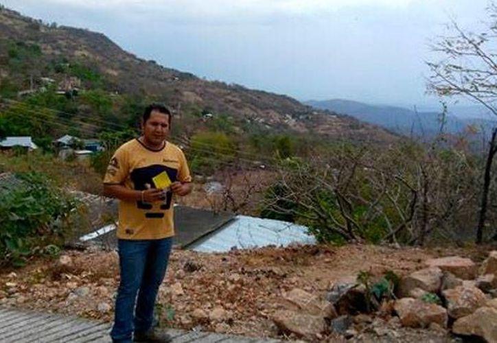 El alcalde de Cocula, Guerrero, Erik Ulises Ramírez Crespo, sube a Facebook imágenes de convivencias con familiares y amigos y y de momentos que marcaron su vida. (Foto: Facebook)