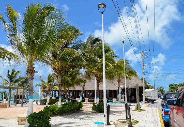 Empresarios agradecen la modernización del Casco Antiguo de Puerto Morelos. (Cortesía)