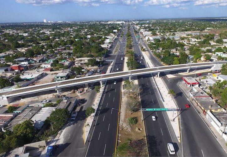 Este viernes fue inaugurado el distribuidor vial del periférico de Mérida con la Av. 39 y el paso superior vehicular a Tixkokob. (Foto cortesía del Gobierno)