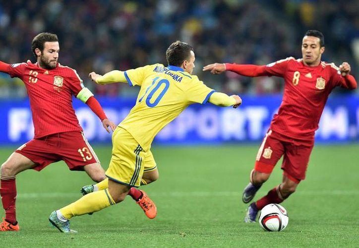 La selecció nacional de futbol soccer de Ucrania deberá jugar un partido a puerta cerrada debido a cánticos racistas de sus seguidores. (bwin.es)