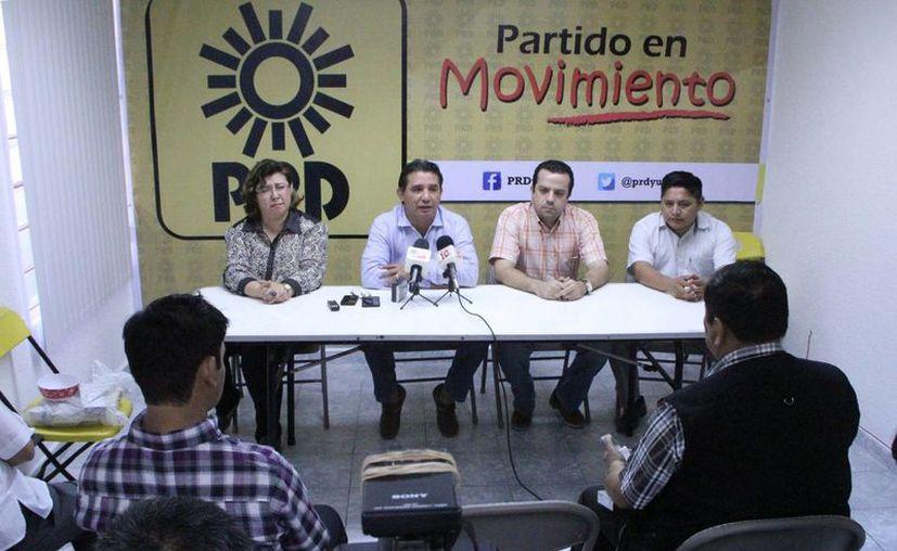 Imagen de los directivos del PRD durante la conferencia de prensa donde dieron a conocer los pormenores del registro de aspirantes. (Milenio Novedades)