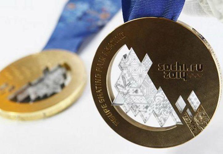 Diseñadores trabajan en un concepto especial para las medallas espaciales de  los juegos olímpicos rusos. (Agencias)