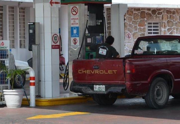 Las gasolineras deben cumplir las Normas Oficiales 005 y 185. (Archivo/SIPSE)