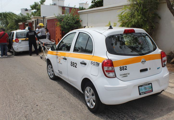 El operador no midió su distancia y colisionó por detrás a otro taxista. (Foto: Redacción)