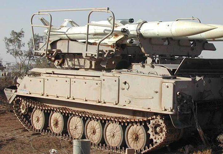 Una unidad del sistema antimisil 2K12 Kub, arma peligrosa que posee el Estado Islámico en sus bases sirias. (Imagen tomada de RT)