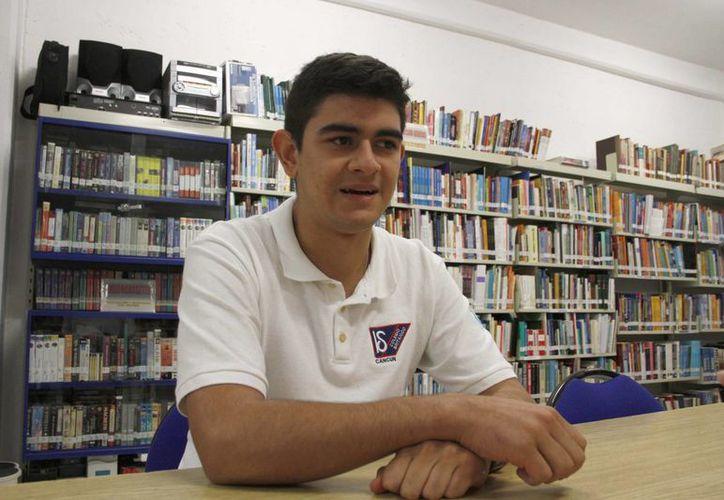 Julián Alejandro Gutiérrez Carrera espera ser becado en New York University (NYU) Abu Dhabi, campus Emiratos Árabes Unidos. (Tomás Álvarez/SIPSE)