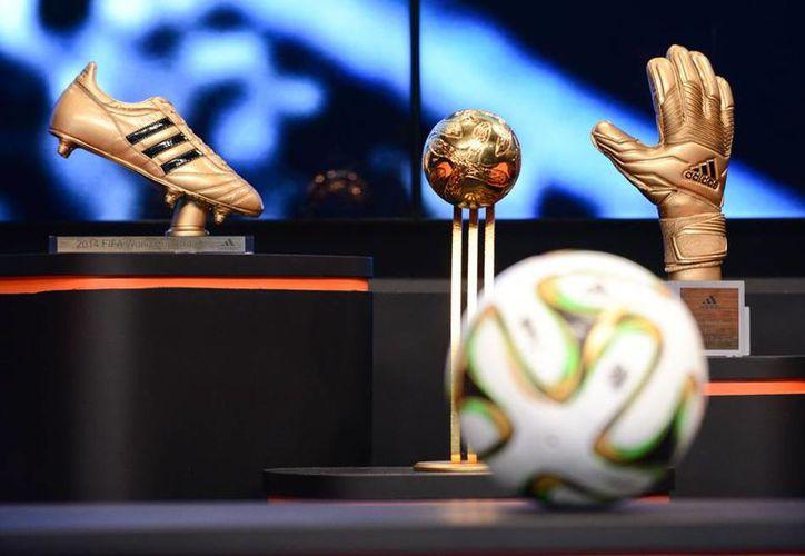 La marca deportiva Adidas afirmó que si las no hay cambios en la FIFA, 'considerará cuáles son las alternativas'. Esto con respecto a los escándalos de corrupción de decenas de directivos del organismo rector del futbol mundial. (lajugadafinanciera.com)