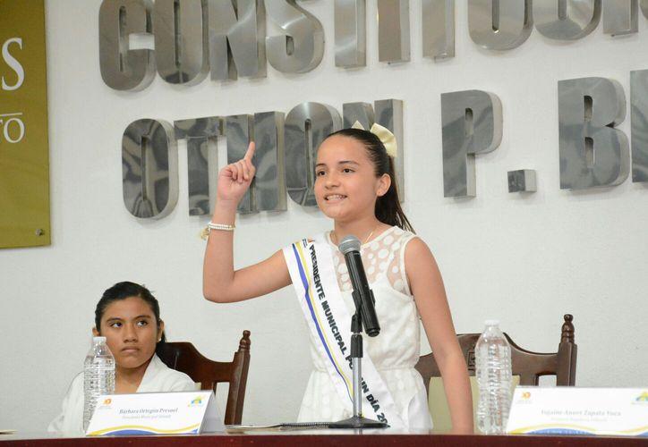 Todas las ponencias y propuestas fueron sometidas a votación y aprobadas por unanimidad por el Cabildo integrado por 11 niñas y siete niños. (Foto: David De la Fuente / SIPSE)