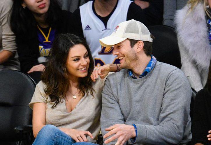 Ashton acompañó a su guapa esposa durante los días de la filmación de su película. (Contexto)
