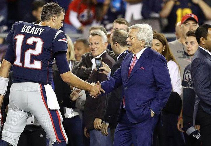 Brady tiene un acuerdo de 15 millones de dólares para disputar la temporada 2018. (Vanguardia MX)