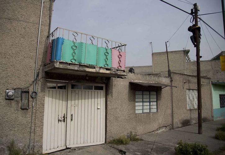 Imagen de la casa donde fueron capturados hoy martes, José Luis Abarca y su esposa María de los Ángeles Pineda, en Iztapalapa de la Ciudad de México. Se les acusa de ordenar los ataques a los estudiantes de Ayotzinapa. (Agencias)