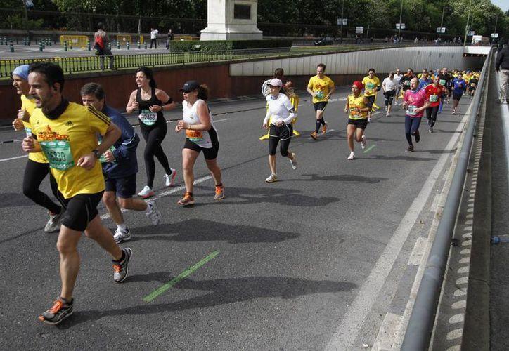 """El Maratón de Madrid denominado """"Rock´n Roll Madrid Maratón & """", inició esta mañana con un récord de participación de 26 mil corredores. (Notimex)"""