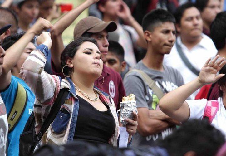 Estudiantes del IPN realizaron una marcha del Casco de Santo Tomás hacia la Secretaría de Gobernación, en rechazo a los cambio del reglamento interno y modificaciones en el plan de estudios de la institución. (Notimex)