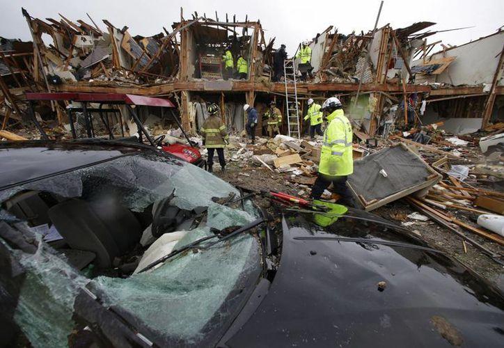 Un complejo de apartamentos quedó destruido debido a la explosión. (Agencias)