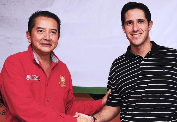El alcalde y el titular de la Secretaría Técnica durante una reunión. (Cortesía/SIPSE)