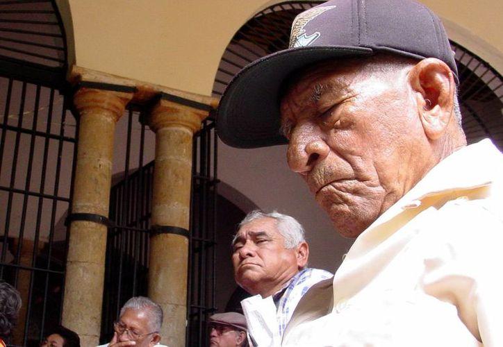 """Los ancianos """"llevan consigo la memoria y la sabiduría de la vida, para transmitirlas a los otros y participan a pleno título de la misión de la Iglesia"""", indicó el papa Francisco. (SIPSE)"""