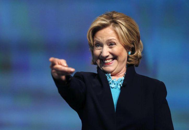 Hillary Clinton no ha declinado participar en la contienda por la presidencia de EU, aunque tampoco lo ha descartado. (AP)