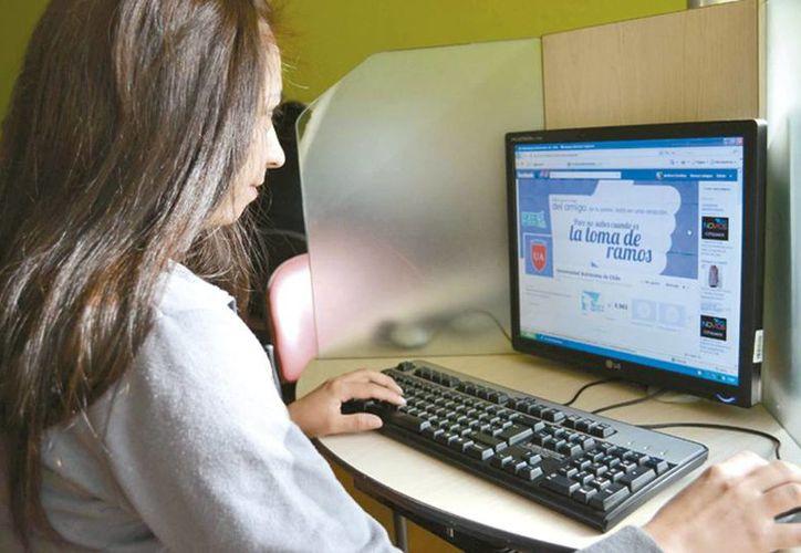 Algunos empleados tienen problemas por el uso desmedido de internet, pueden ser acreedores a medidas administrativas. (Milenio Novedades)