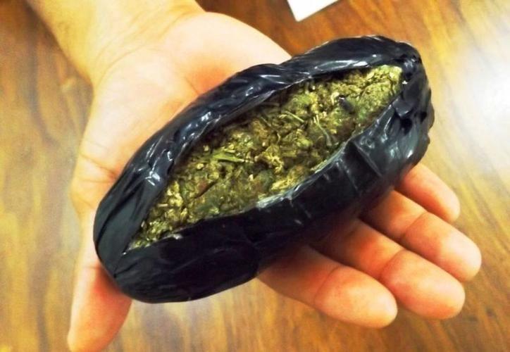 Entre las pertenencias del hombre hallaron quince bolsas de marihuana. (Archivo/SIPSE)