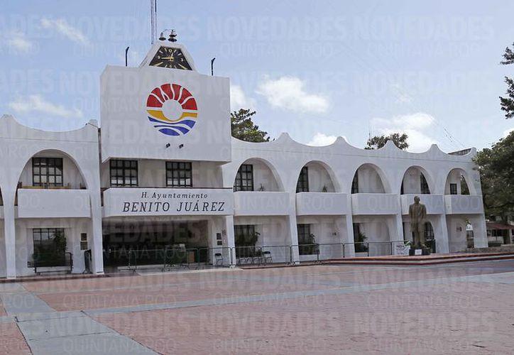 Revisan cuentas públicas de la anterior administración municipal. (Jesús Tijerina/SIPSE)