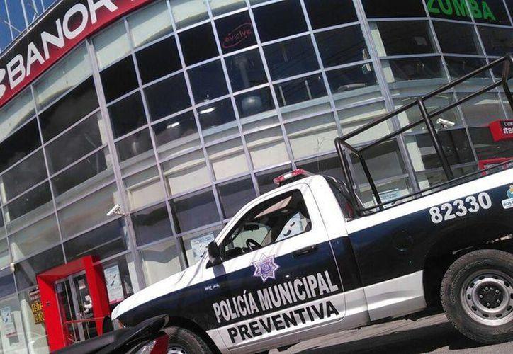 Los delincuentes ingresaron al banco para realizar un asalto. (Daniel Pacheco/ SIPSE)