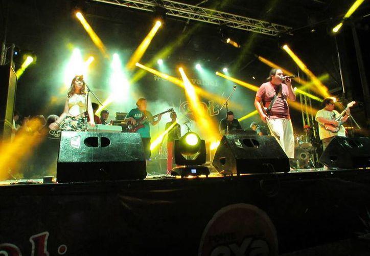 Los Bolontikú durante el carnaval de la ciudad en 2013. La agrupación cuenta con una amplia trayectoria en la escena yucateca se encuentra en la producción de su primer material discográfico  'Cenizas y Sudor'. (SIPSE)