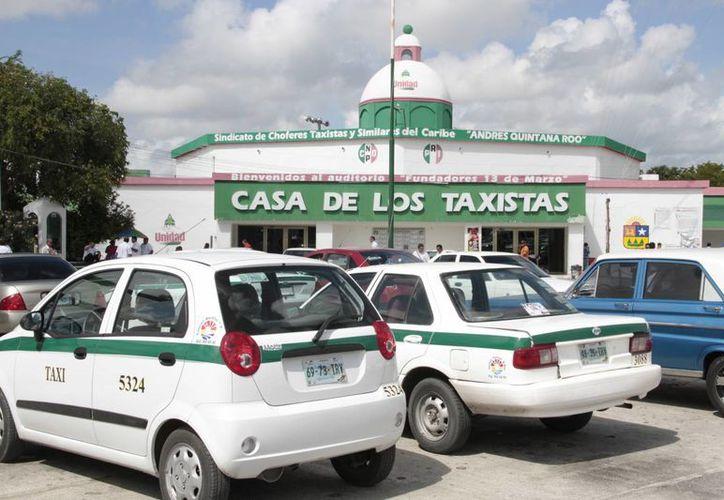 El sindicato de taxistas notificó a los socios concesionarios del nuevo modelo financiero. (Tomás Álvarez/SIPSE)