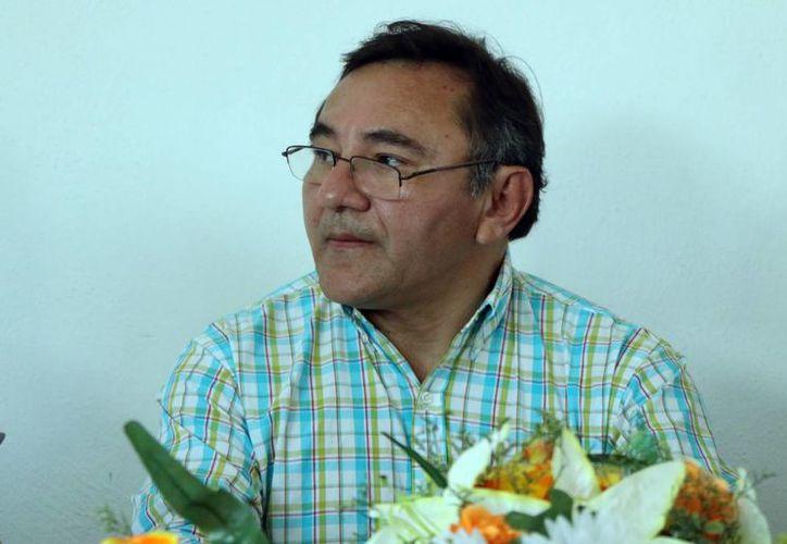 Hay un contexto equivocado, pues uno puede ser profesionista, médico, científico, y además tener creencias religiosas: Víctor Pinto Brito, ginecólogo y presidente de la Asociación de Médicos Católicos de Yucatán. (SIPSE)
