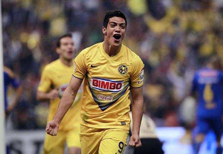 Raúl Jiménez, del América, celebra el gol que abrió el marcador ante Tigres. (Notimex)