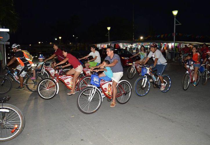 El contingente de ciclistas, realizaron un circuito para conmemorar el día. (Daniel Pacheco/SIPSE)