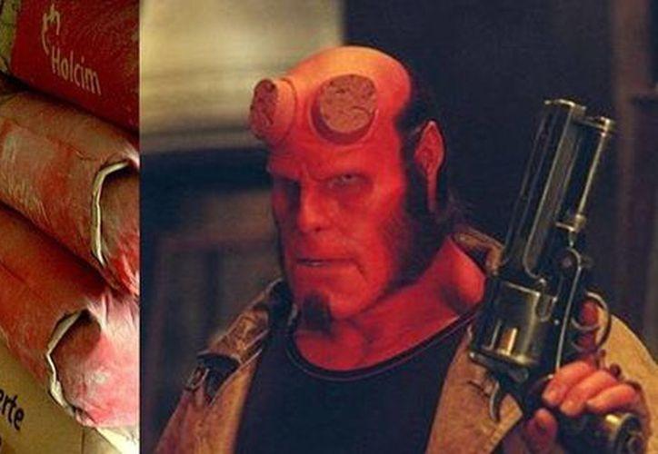 """Aquí se hace una comparación del """"demonio"""" plasmado en la pared de la bodega de marteriales de Kanasín y de """"Hellboy"""", personaje al que dicen se parece. (SIPSE)"""