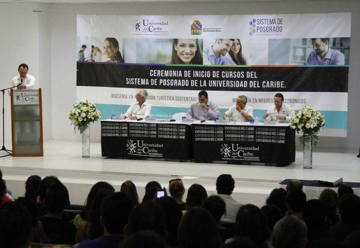La ceremonia se realizó en el auditorio de la casa de estudios. (Sergio Orozco/SIPSE)