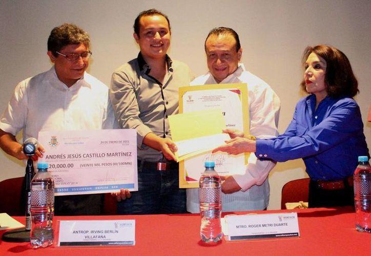 Castillo Martínez recibió un estímulo económico de 50 mil pesos. (SIPSE)