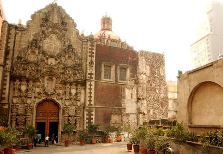 """Los detenidos tenían como """"lugar de trabajo"""" el atrio de una iglesia en el Centro Histórico de la Ciudad de México. (Internet)"""