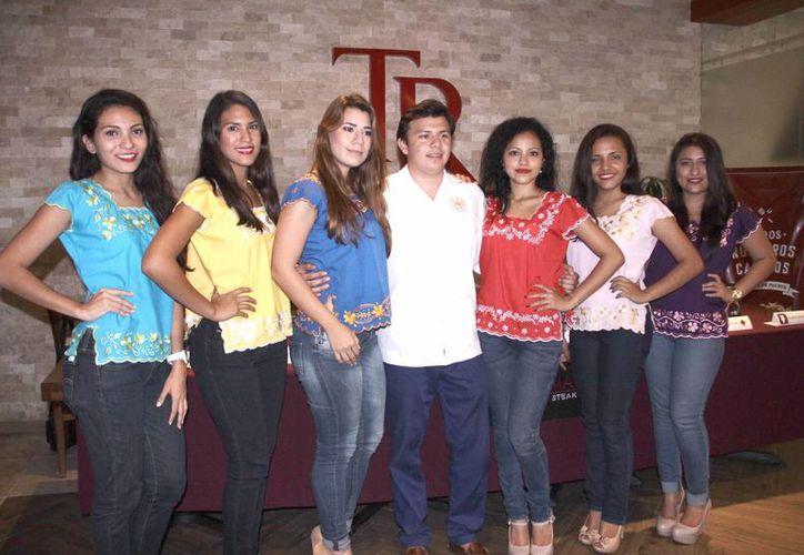 Las candidatas a obtener el título de Señorita Derecho 2015 han tomado clases de maquillaje, personalidad y otros talleres. (Jorge Acosta/SIPSE)