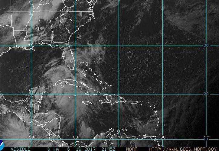 La zona de inestabilidad en el mar Caribe aumenta su potencial de ciclón, pero el SMN en México considera que no llegará a desarrollarse. (NOAA)