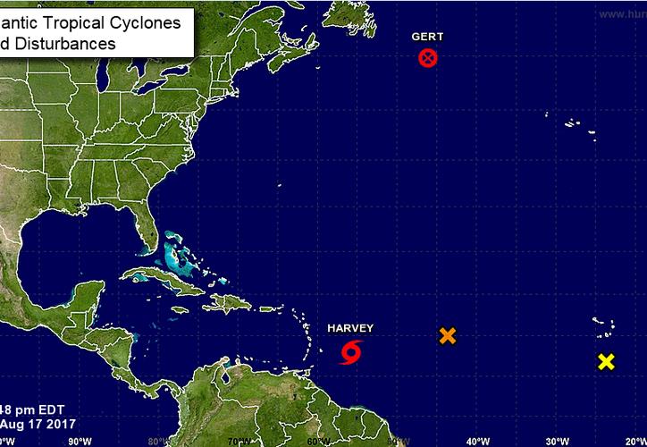 No se descarta la posibilidad de que en próximas horas la tormenta tropical se convierta en huracán. (Centro Nacional de Huracanes)