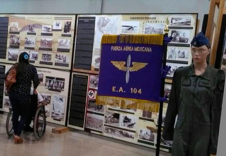 Exposición de la Fuerza Aérea Mexicana en la Feria internacional de la Lectura Yucatán 2017. (Daniel Uicab/SIPSE)