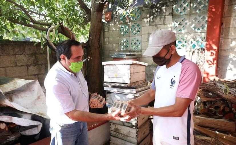 La entrega se hizo a apicultores de Kanasín, Umán, Cansahcab, Cenotillo y Espita.