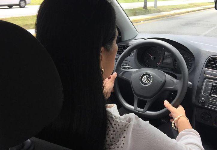 El conductor del vehículo era una mujer. (Miguel Ángel Ortiz/SIPSE)