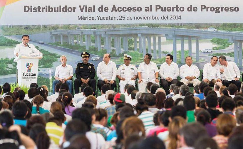 Zapata Bello encabezó ayer martes el arranque de las obras del Distribuidor Vial a Progreso. (Facebook/Rolando Zapata Bello)