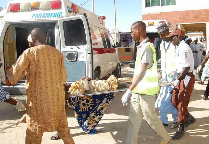 Una adolescente cargada de explosivos por el grupo Boko Haram se arrancó el chaleco para no participar en el ataque a un campo de refugiados. (AP)