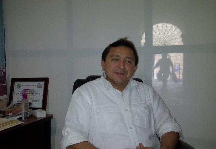El regidor Felipe Duarte dijo que se pretende politizar el tema de las unidades de traslado en las comisarías. (SIPSE)