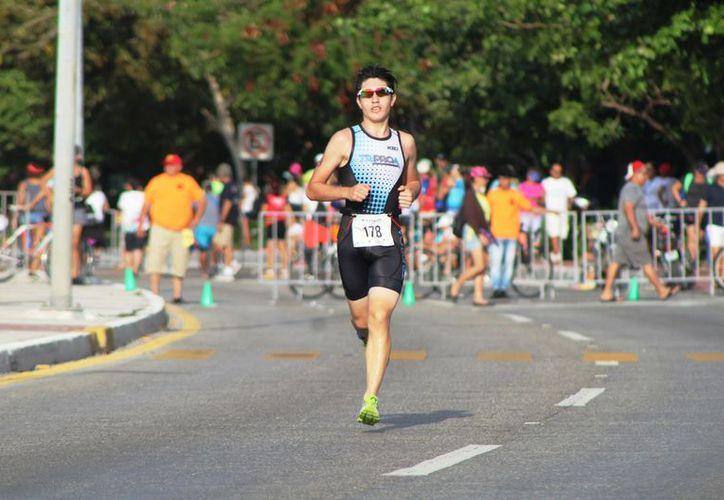 Participaron alrededor de 500 deportistas en el evento. (Raúl Caballero/SIPSE)