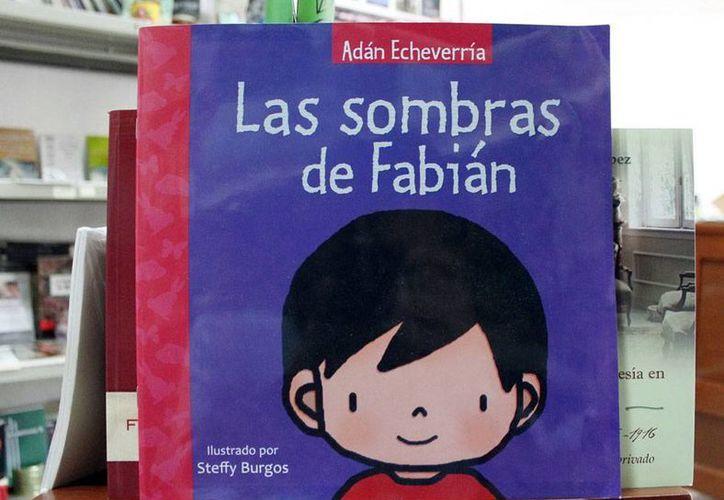 'Las sombras de Fabián', uno de los cientos de libros que están disponibles en la biblioteca  'Manuel Cepeda Peraza', en la muestra de libros que organiza Sedeculta. (Milenio Novedades)