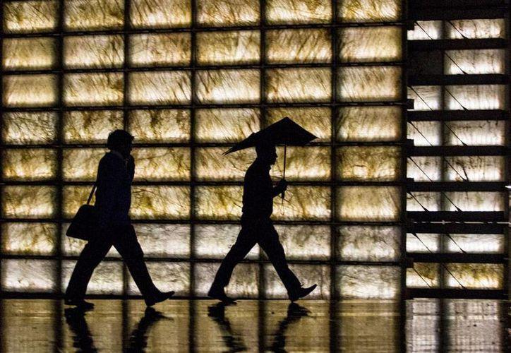 Un sistema frontal, el número 16 e la temporada, causará lluvias en varias partes del país, además de que bajará la temperatura. La imagen es únicamente ilustrativa. (NTX)
