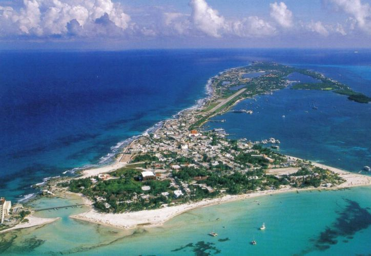 Los 15 mil habitantes de Isla Mujeres, podrían quedarse sin suministro de energía eléctrica. (Contexto/Internet)