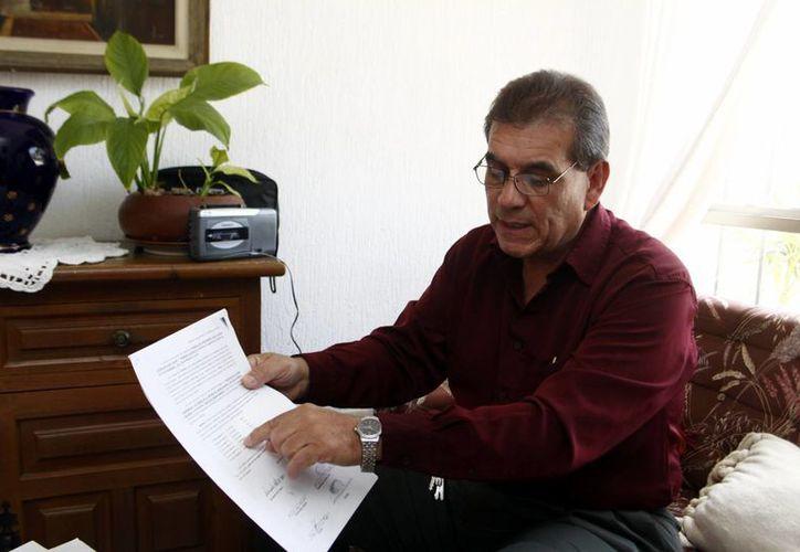 El empresario Iván Tenorio González tiene documentos del predio que pretende comprar. (Christian Ayala/SIPSE)